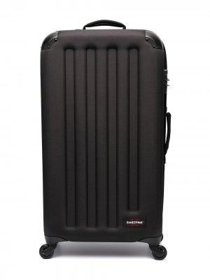Рифленый чемодан Eastpak. Цвет: черный