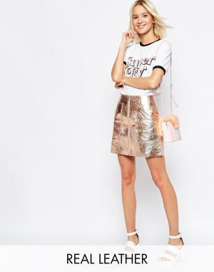 Кожаная юбка с эффектом металлик и большими карманами ASOS. Цвет: медный