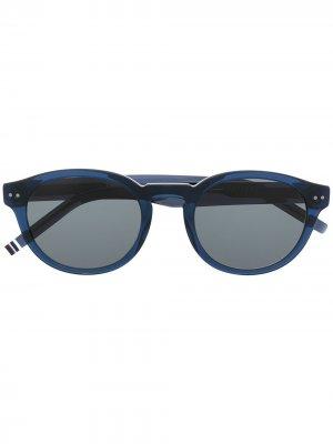 Солнцезащитные очки трапециевидной формы Tommy Hilfiger. Цвет: синий