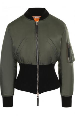 Укороченный бомбер с накладным карманом Alexander McQueen. Цвет: зеленый