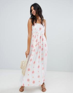 Пляжное платье макси с цветочной вышивкой и отделкой Anmol. Цвет: белый