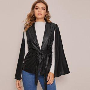 Пальто-кейп из искусственной кожи с поясом и клиновидным вырезом SHEIN. Цвет: чёрный