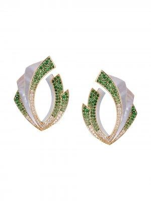 Золотые серьги Mogra Light Blossom с бриллиантами Ananya. Цвет: зеленый