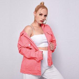 Джинсовая куртка размера плюс с открытыми плечами и карманом SHEIN. Цвет: розовые