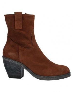 Полусапоги и высокие ботинки ENTOURAGE. Цвет: коричневый