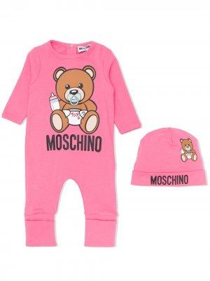 Комбинезон и панама с логотипом Moschino Kids. Цвет: розовый