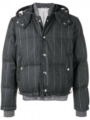 Утепленная куртка-бомбер в полоску Thom Browne. Цвет: серый