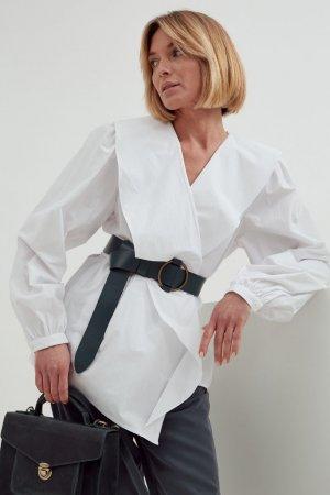 Блуза с воланом Черешня. Цвет: белый