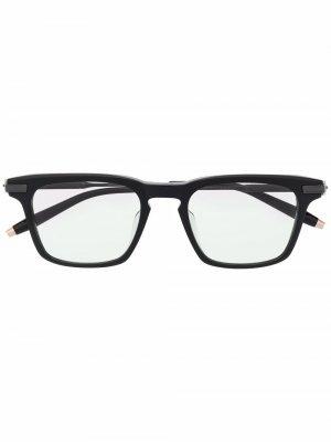Солнцезащитные очки Zenith в квадратной оправе Akoni. Цвет: черный