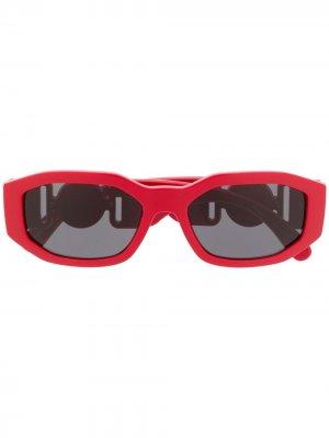Солнцезащитные очки в прямоугольной оправе с логотипом Versace Eyewear. Цвет: красный
