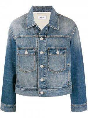 Джинсовая куртка с логотипом AMBUSH. Цвет: синий