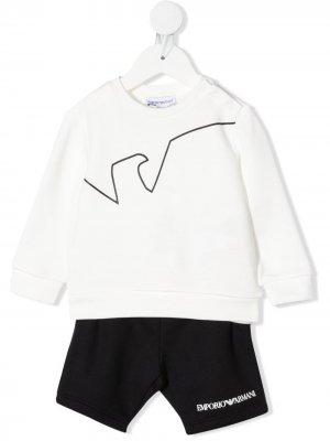 Комплект из топа и шортов с логотипом Emporio Armani Kids. Цвет: белый