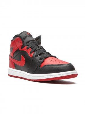 Кроссовки Air Jordan 1 Mid Kids. Цвет: черный