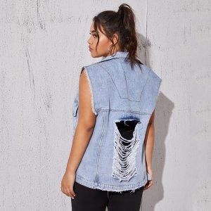 Рваная джинсовая куртка размера плюс SHEIN. Цвет: легкий синий умывания