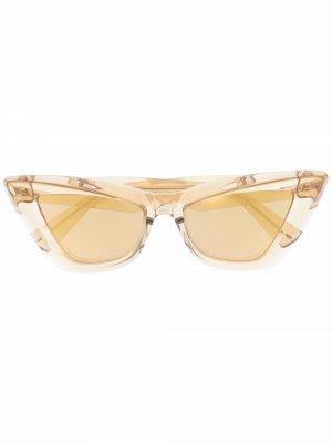 Солнцезащитные очки в оправе кошачий глаз Bottega Veneta Eyewear. Цвет: золотистый