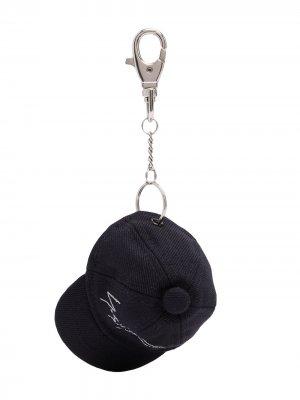 Брелок в виде бейсболки Yohji Yamamoto. Цвет: черный