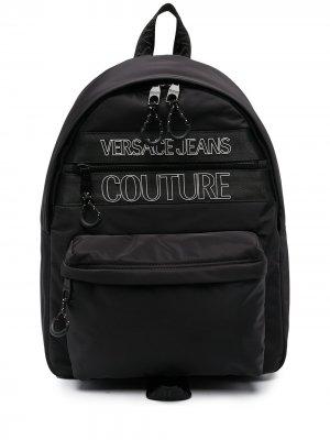 Рюкзак с карманами и логотипом Versace Jeans Couture. Цвет: черный