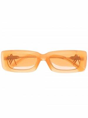 Солнцезащитные очки в массивной прямоугольной оправе The Attico. Цвет: оранжевый