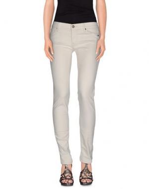 Джинсовые брюки HTC. Цвет: слоновая кость