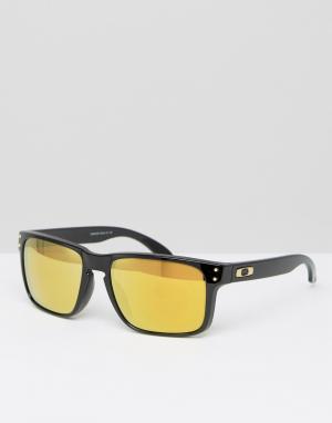 Солнцезащитные очки в квадратной оправе с желтыми линзами Oakley. Цвет: черный