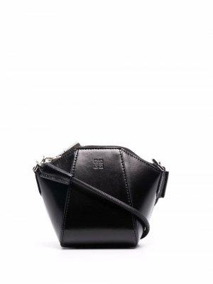 Сумка на плечо с тисненым логотипом Givenchy. Цвет: черный