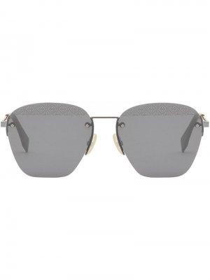 Солнцезащитные очки в квадратной оправе Fendi Eyewear. Цвет: серебристый