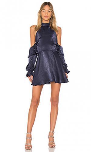 Мини платье с открытыми плечами lara ale by alessandra. Цвет: синий