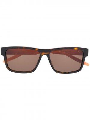 Солнцезащитные очки в квадратной оправе черепаховой расцветки PUMA. Цвет: коричневый