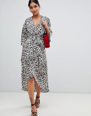 Платье миди с запахом и леопардовым принтом Liquorish. Цвет: мульти