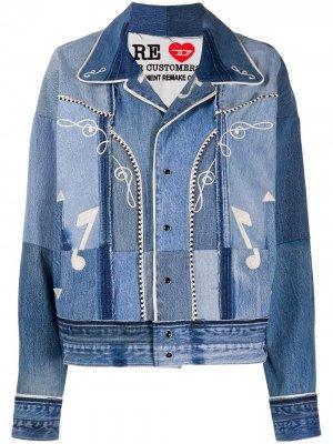 Джинсовая куртка в технике пэчворк с вышивкой Diesel Red Tag. Цвет: синий