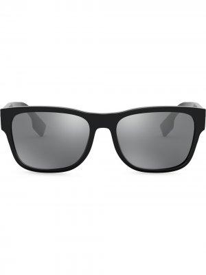 Солнцезащитные очки Logo Appliqué Square Burberry Eyewear. Цвет: черный