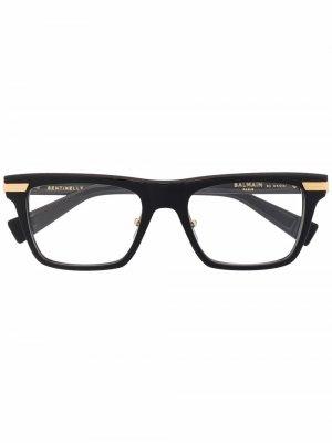 Очки в оправе кошачий глаз Balmain Eyewear. Цвет: черный