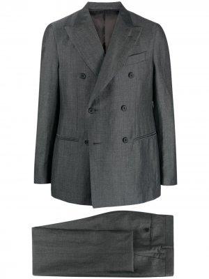 Строгий костюм с двубортным пиджаком Caruso. Цвет: серый