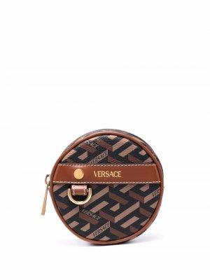 Круглый кошелек для монет с узором La Greca Versace. Цвет: коричневый