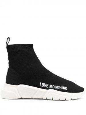 Кеды-слипоны с логотипом Love Moschino. Цвет: черный