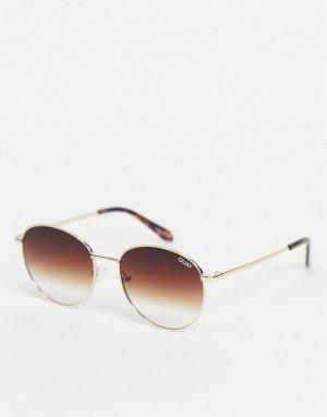Солнцезащитные очки в круглой золотистой оправе стиле унисекс Quay Loop Me In-Черный цвет Australia