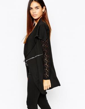 Пиджак с кружевными рукавами и большим воротником QED London. Цвет: черный