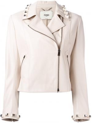 Кожаная укороченная куртка с заклепками Fendi. Цвет: телесный