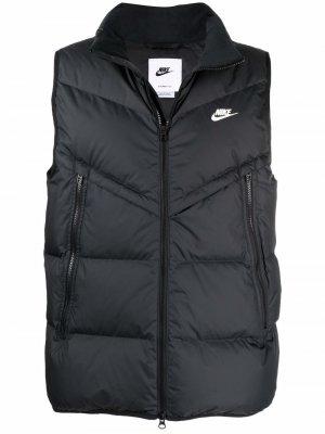 Дутый жилет с вышивкой Swoosh Nike. Цвет: черный
