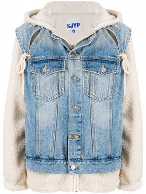 Джинсовая куртка с капюшоном SJYP. Цвет: нейтральные цвета