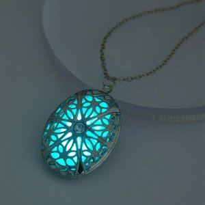 Ожерелье светящийся Овальный SHEIN. Цвет: серебряные