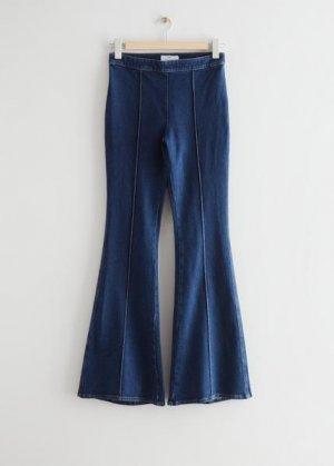 Расклешенные джинсы &Other Stories. Цвет: синий