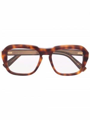 Очки в оправе черепаховой расцветки Dunhill. Цвет: коричневый