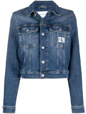 Укороченная джинсовая куртка Calvin Klein Jeans. Цвет: синий