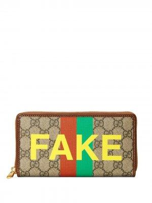 Кошелек Fake/Not GG с монограммой Gucci. Цвет: нейтральные цвета