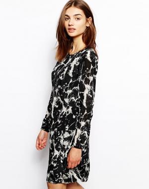 Платье с мраморным узором BZR. Цвет: мульти