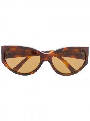 Солнцезащитные очки черепаховой расцветки Versace Eyewear. Цвет: коричневый