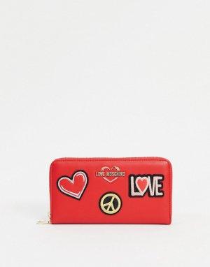 Красный кошелек с нашивками Love Moschino