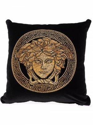 Подушка с декором Medusa Versace. Цвет: черный