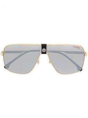Солнцезащитные очки в квадратной оправе Carrera. Цвет: золотистый